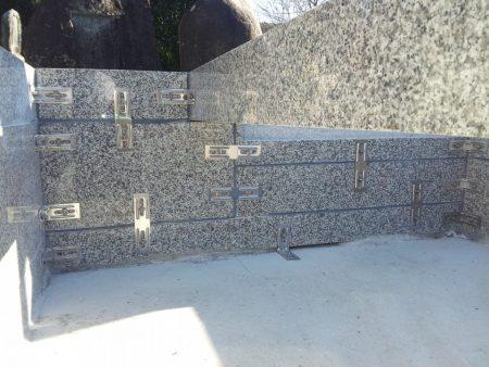 石材専用金具による補強