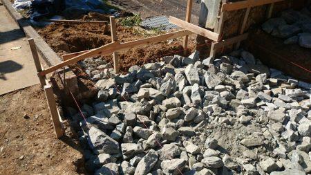 栗石による地盤補強
